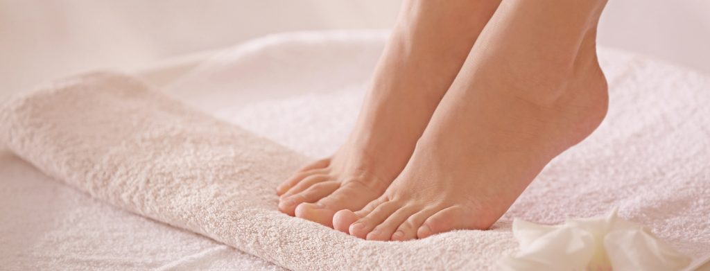 Piękne stopy – jak o nie dbać, aby były gładkie i zmysłowe?