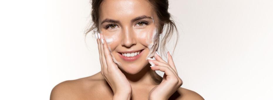 3 kosmetyki niezbędne w kobiecej kosmetyczce